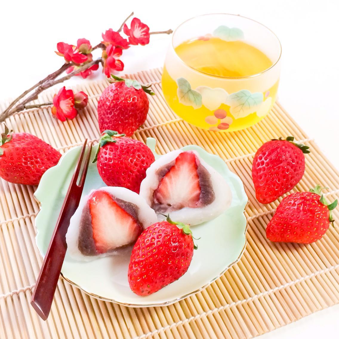 Ichigo Daifuku / いちご大福 / Strawberry & Sweet Red Bean Mochi